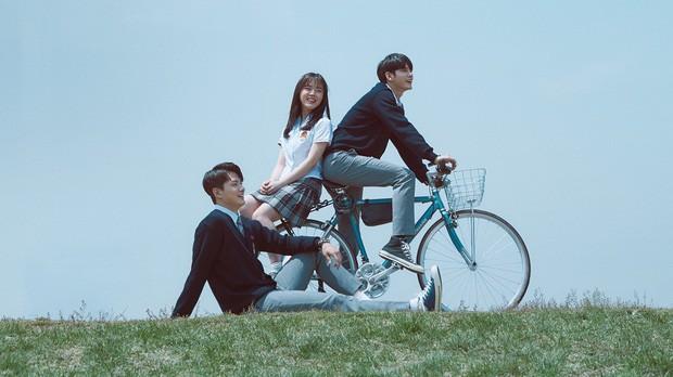 Xem A Moment At Eighteen ai cũng ước có một thầy chủ nhiệm như thầy của Ong Seung Woo và Kim Hyang Gi! - Ảnh 1.