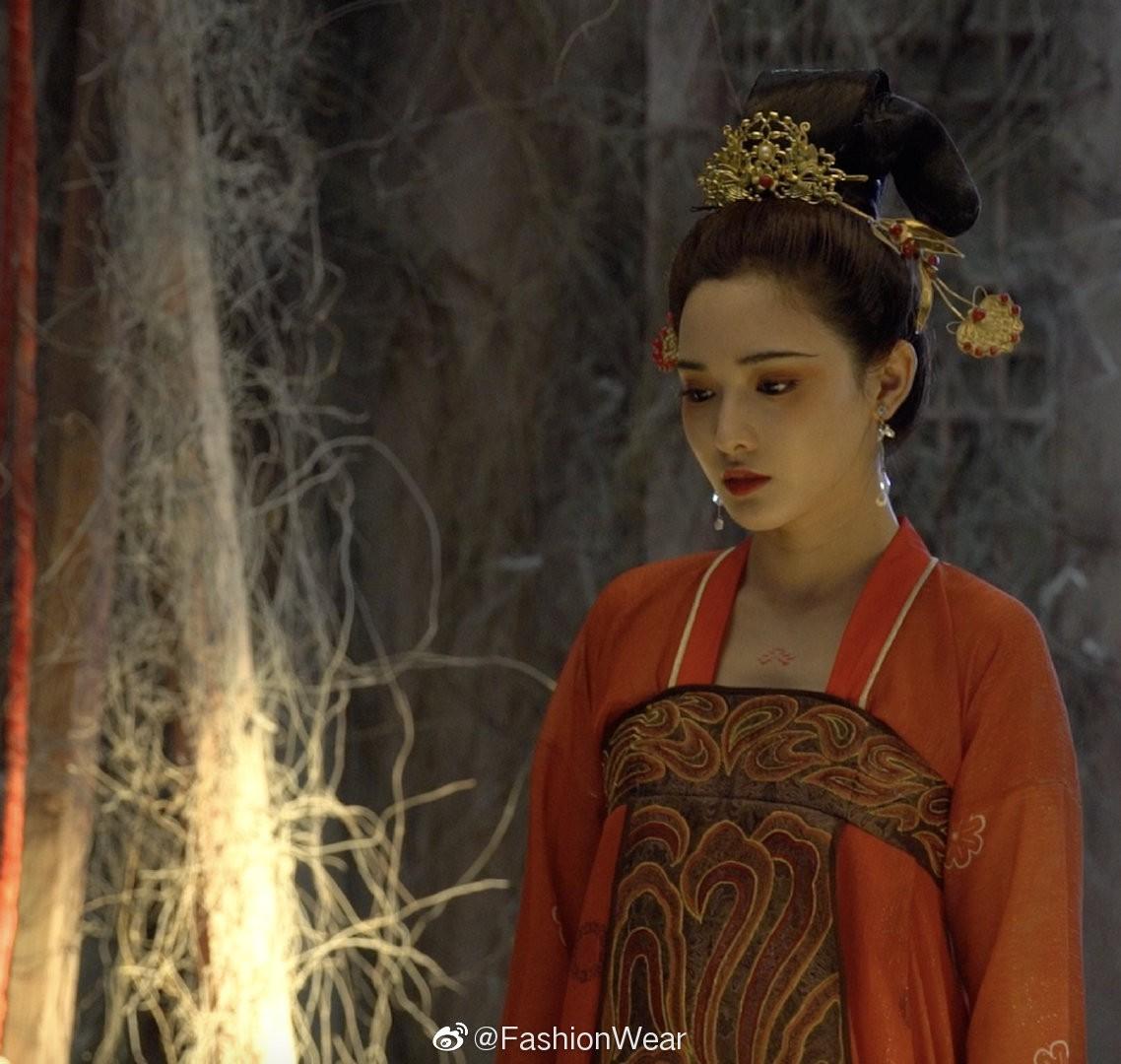 VZN News: Gà cưng của Phạm Băng Băng - Bành Tiểu Nhiễm được khen vì màn hoá thân Yêu Miêu không thua đàn chị! - Ảnh 1.