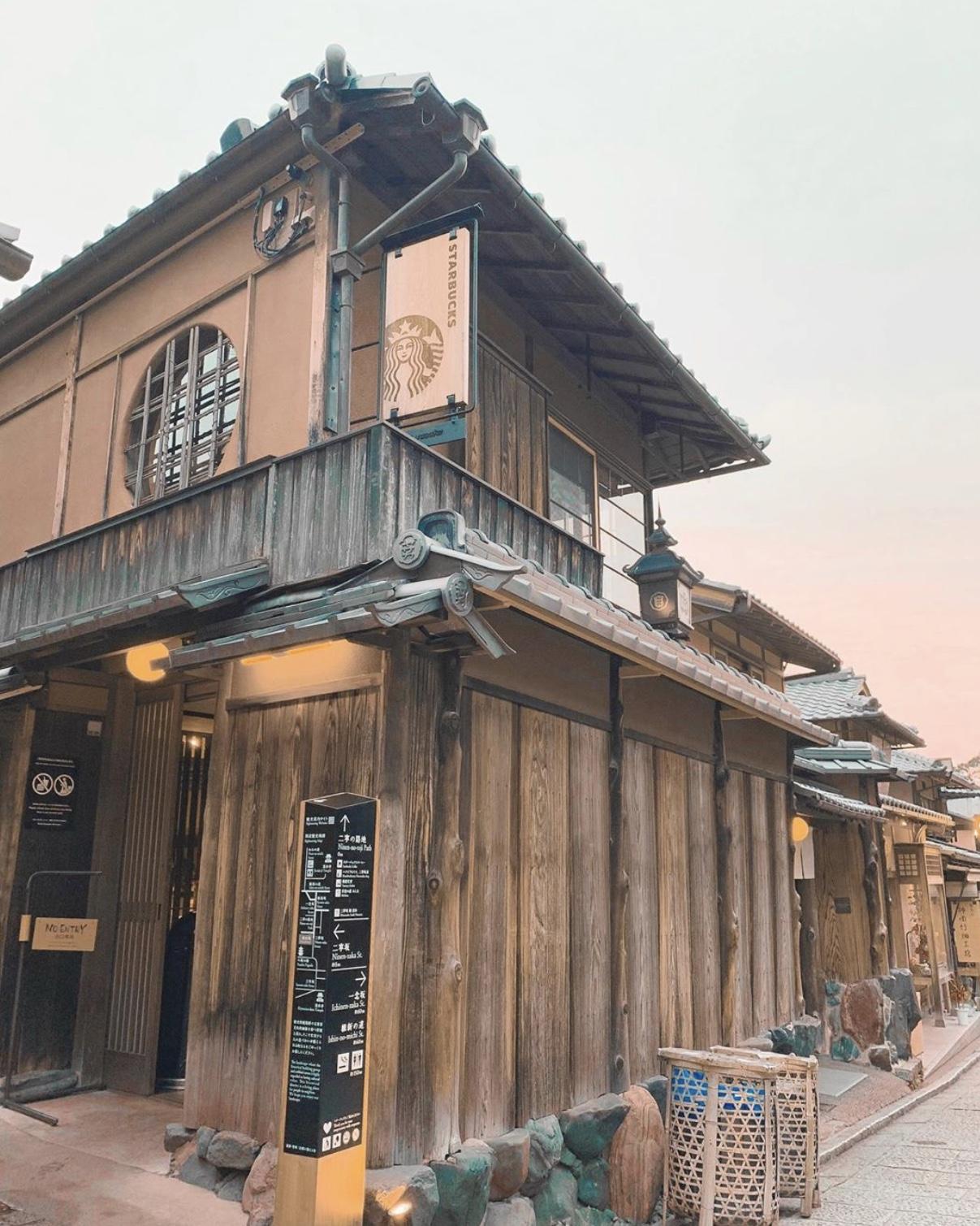 """Starbucks Nhật Bản dù phải """"nhập gia tuỳ tục"""" nhưng kỷ lục thì không nơi nào sánh bằng"""