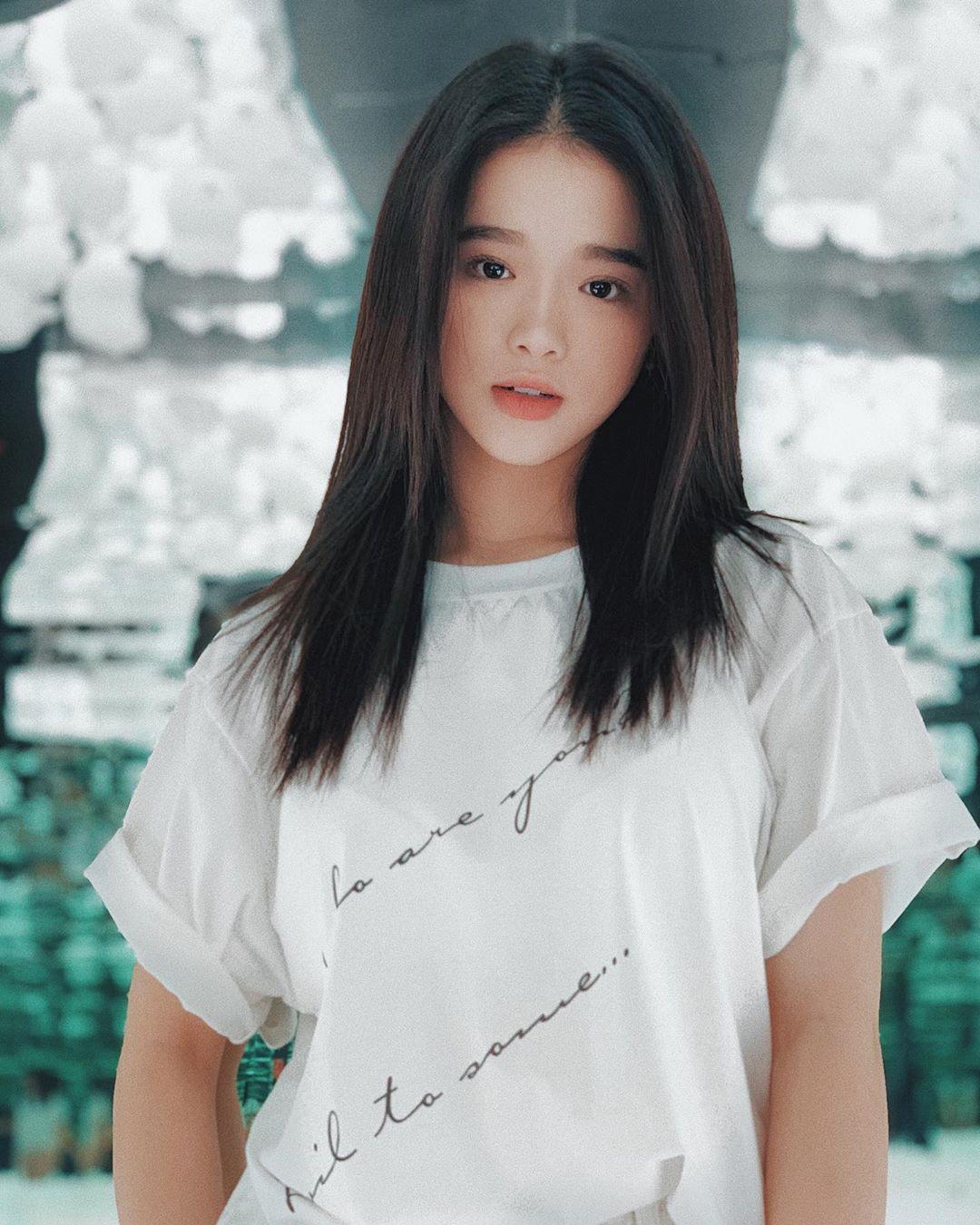 """VZN News: Để ý mới thấy nhan sắc Linh Ka dạo này thăng hạng vèo vèo, 17 tuổi chưa """"lớn"""" xong mà đã đáng gờm như thế! - Ảnh 1."""