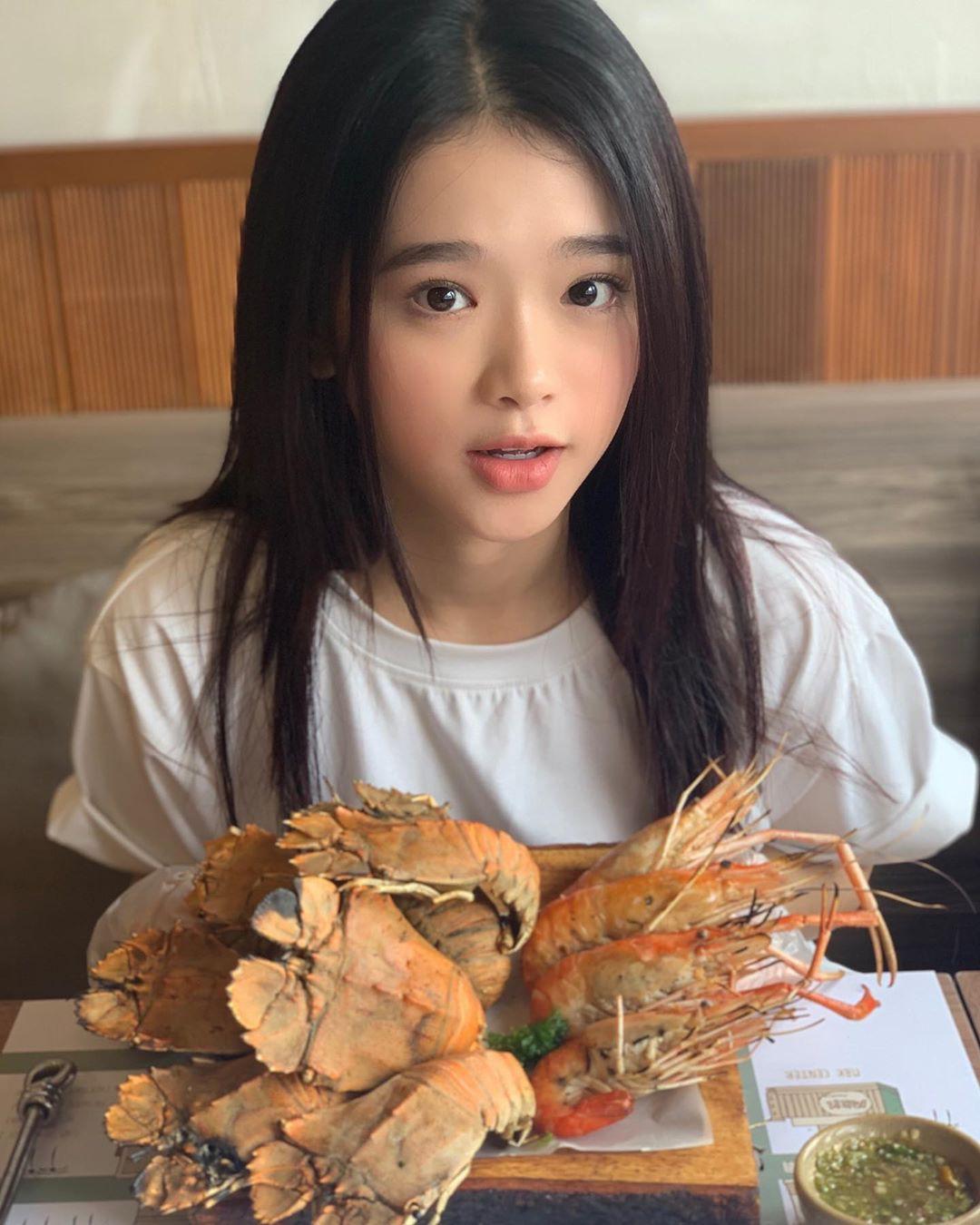 """VZN News: Để ý mới thấy nhan sắc Linh Ka dạo này thăng hạng vèo vèo, 17 tuổi chưa """"lớn"""" xong mà đã đáng gờm như thế! - Ảnh 2."""