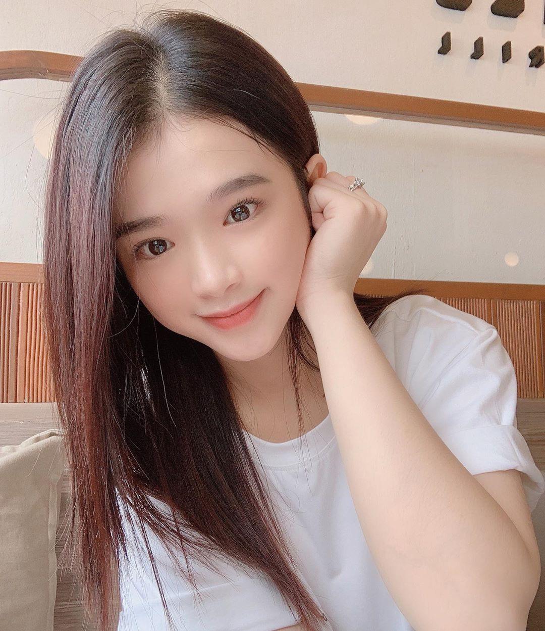 """VZN News: Để ý mới thấy nhan sắc Linh Ka dạo này thăng hạng vèo vèo, 17 tuổi chưa """"lớn"""" xong mà đã đáng gờm như thế! - Ảnh 3."""