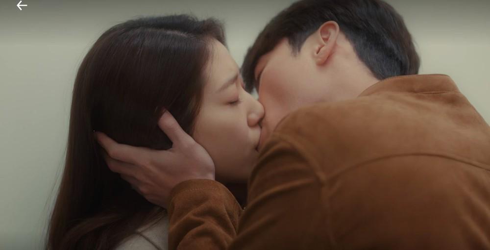 Ảnh cũ hot lại: Hyun Bin bị tóm sống nhìn Park Shin Hye đắm đuối ở hậu trường Hồi Ức Alhambra? - Ảnh 7.