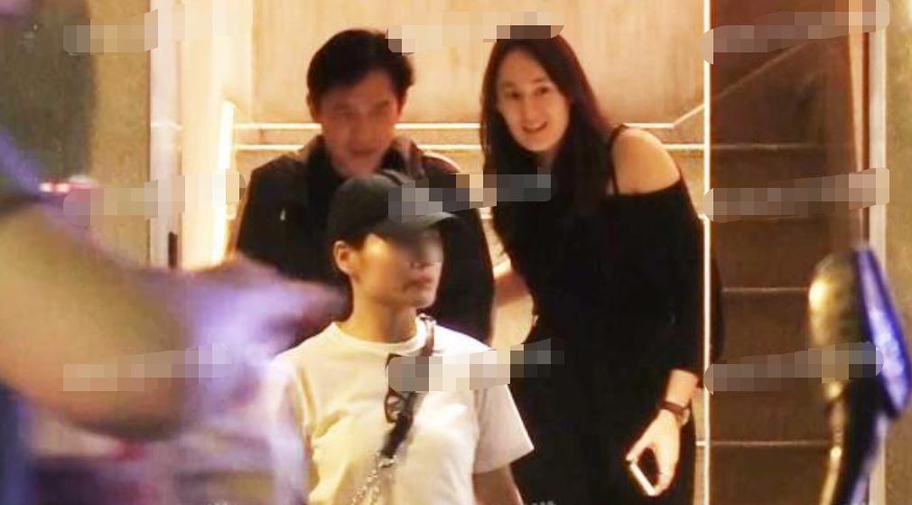 VZN News: Bên nhau 30 năm, Lương Triều Vỹ bất ngờ phản bội Lưu Gia Linh và thân mật với chính trợ lý của vợ? - Ảnh 1.