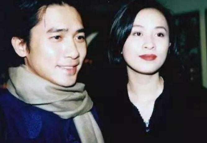 VZN News: Bên nhau 30 năm, Lương Triều Vỹ bất ngờ phản bội Lưu Gia Linh và thân mật với chính trợ lý của vợ? - Ảnh 5.