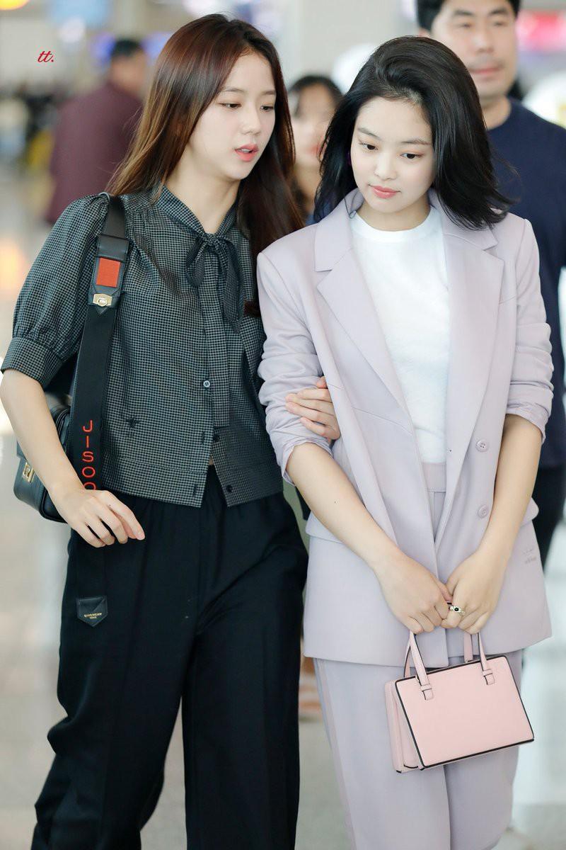VZN News: Diện áo kín cổng cao tường mãi cũng chán, bạn hãy thử học cách buông lơi vài hàng khuy giống idol Hàn - Ảnh 5.