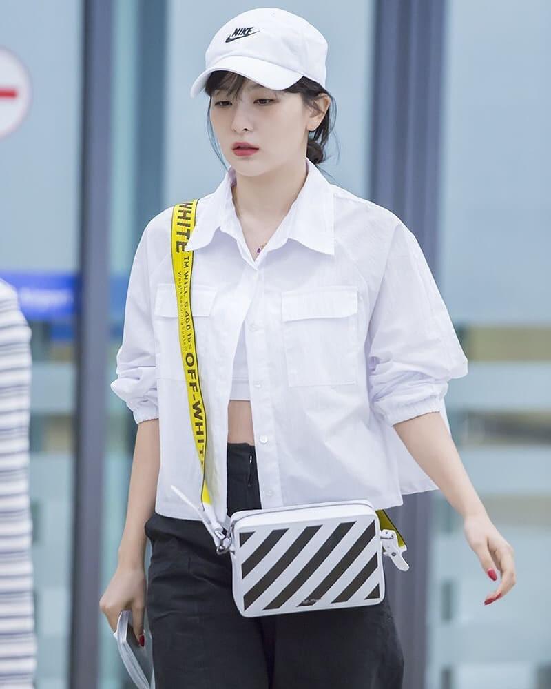 VZN News: Diện áo kín cổng cao tường mãi cũng chán, bạn hãy thử học cách buông lơi vài hàng khuy giống idol Hàn - Ảnh 6.