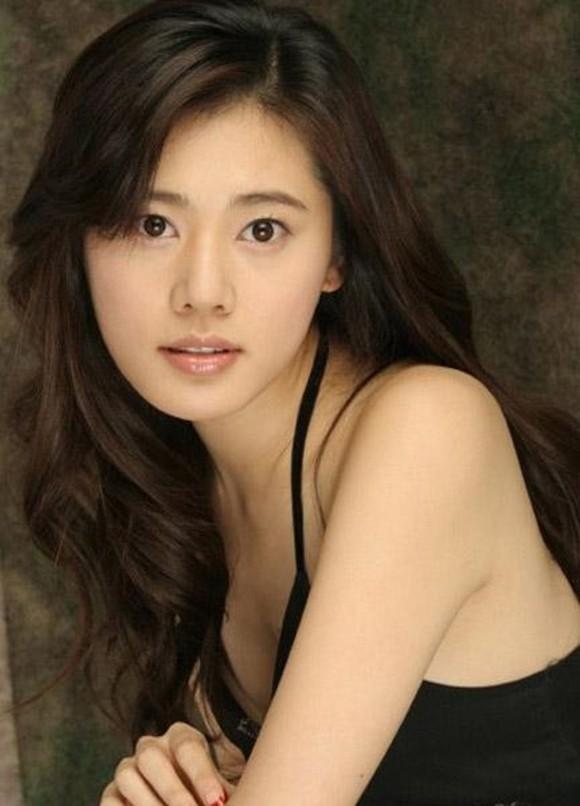 VZN News: Mỹ nhân Hàn Choo Ja Hyun: Bị mẹ ruột rủa chết, chao đảo vì 50 tấm ảnh nóng, kết cục viên mãn bất ngờ bên chồng xứ Trung - Ảnh 2.