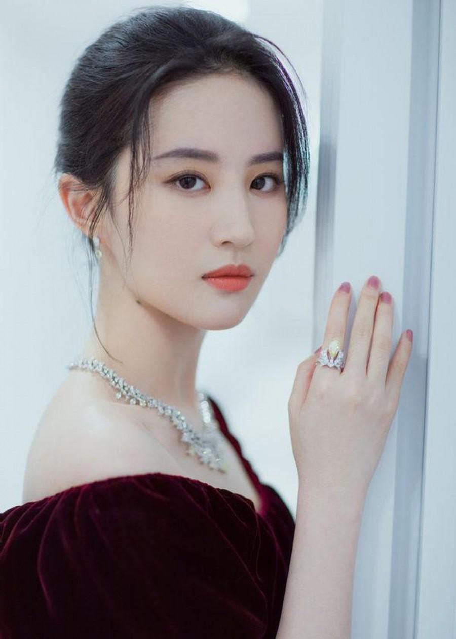VZN News: Nhan sắc của các mỹ nhân Cbiz đình đám thời đi học: Ai cũng gây choáng vì quá đẹp, riêng Dương Tử gây tranh cãi - Ảnh 9.