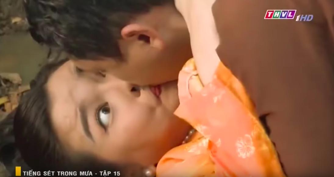 Màn khoá môi bị cả MXH đòi xử bắn của Cao Thái Hà ở Tiếng Sét Trong Mưa: Chị hôn hay thổi bong bóng vậy? - Ảnh 2.