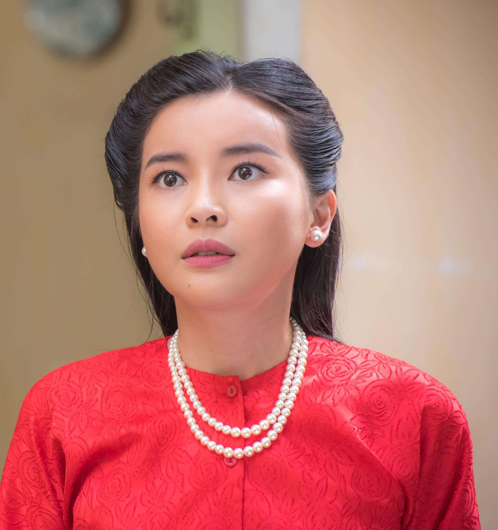 Màn khoá môi bị cả MXH đòi xử bắn của Cao Thái Hà ở Tiếng Sét Trong Mưa: Chị hôn hay thổi bong bóng vậy? - Ảnh 8.