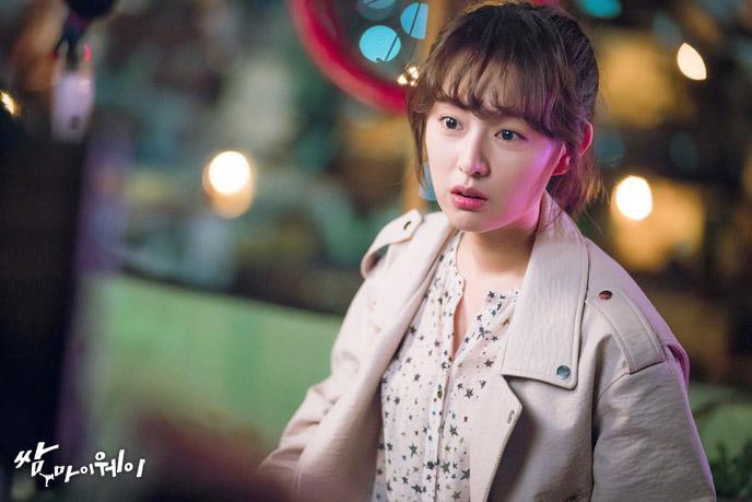 5 pha làm màu rùng mình trên phim Hàn: Mợ chảnh Jeon Ji Hyun là thánh sống ảo, Kim Ji Won làm aegyo gây sốt cả châu Á - Ảnh 10.