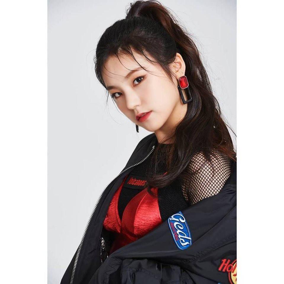 Netizen đào lại bộ ảnh của ITZY thời còn có Jeon Somi trong