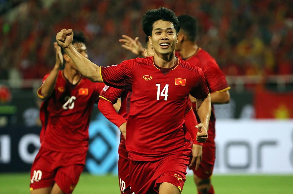 Chuyện một dân tộc yêu bóng đá: Chín mươi triệu nụ cười và mười một chàng trai sân cỏ - Ảnh 2.