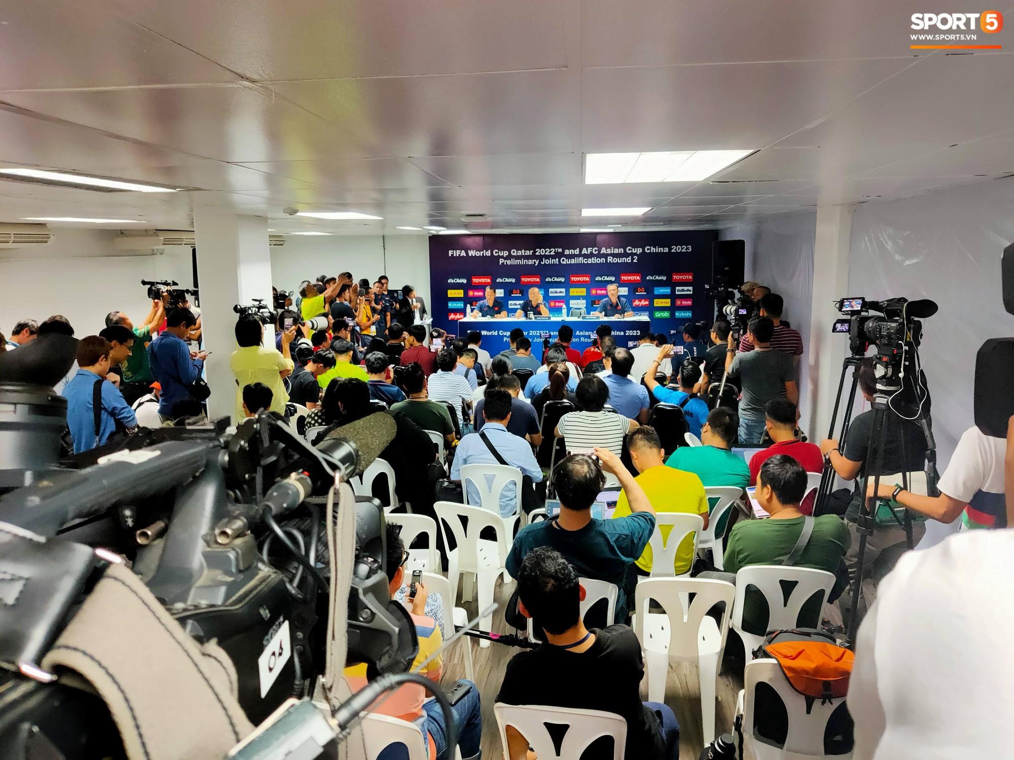 VZN News: HLV Park Hang-seo phát cáu vì không được phóng viên Thái Lan tôn trọng ở buổi họp báo trước trận - Ảnh 2.