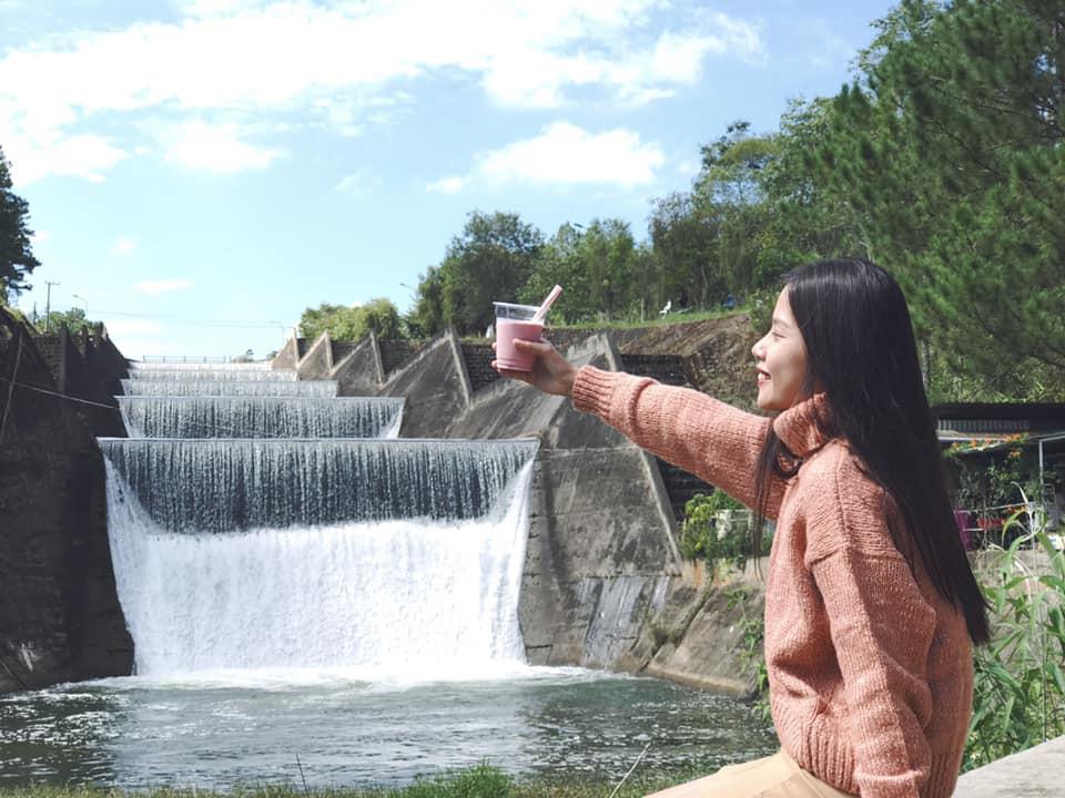 VZN News: Lại một góc sống ảo Đà Lạt lên hình đẹp miễn chê còn ở ngoài thì... thấy ghê: Cái đập nước thôi mà ảo vậy hả? - Ảnh 12.