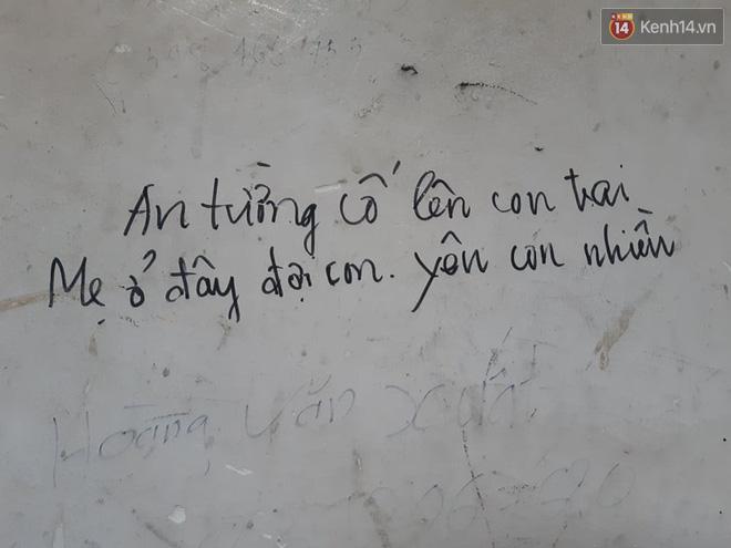 """Xúc động những dòng thư trên bức tường loang lổ ngoài phòng mổ của viện E: """"4 lần mẹ phải ở đây chờ con rồi, con ơi... - Ảnh 5."""