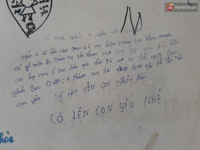 """Xúc động những dòng thư trên bức tường loang lổ ngoài phòng mổ của viện E: """"4 lần mẹ phải ở đây chờ con rồi, con ơi... - Ảnh 12."""