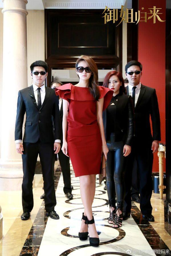 VZN News: 5 nhà mốt trên màn ảnh Trung: Triệu Lệ Dĩnh có siêu năng lực biến hàng hiệu thành đồ chợ, Na Trát thở thôi cũng thấy đẹp - Ảnh 8.