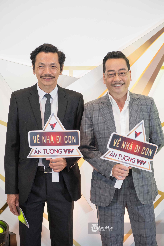 VZN News: Dàn sao khủng đổ bộ thảm đỏ VTV Awards: Bảo Thanh rạng rỡ hội ngộ gia đình Về nhà đi con, Nhã Phương lẻ bóng - Ảnh 1.