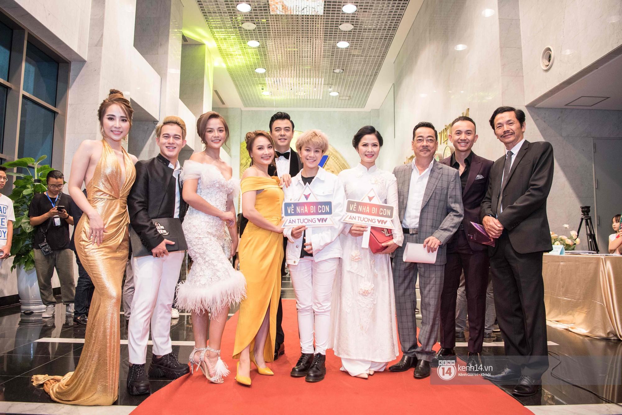 VZN News: Dàn sao khủng đổ bộ thảm đỏ VTV Awards: Bảo Thanh rạng rỡ hội ngộ gia đình Về nhà đi con, Nhã Phương lẻ bóng - Ảnh 9.