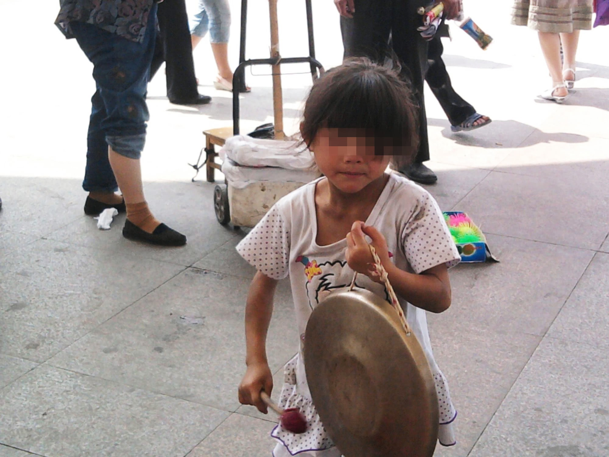 VZN News: Gặp lại con sau 3 năm bị bắt cóc, người mẹ nhẫn tâm ngoảnh mặt đi và lý do khiến bao người rơi nước mắt vì cảm phục - Ảnh 1.