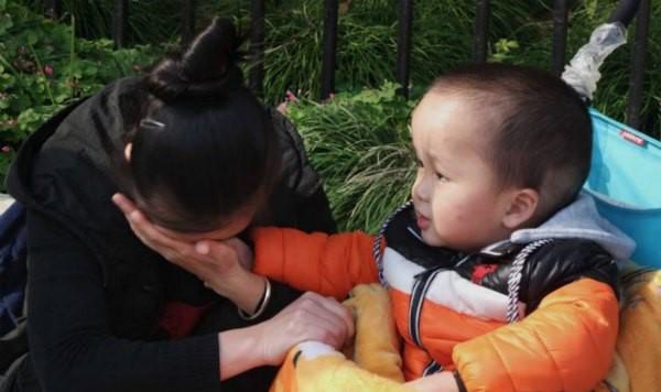 VZN News: Gặp lại con sau 3 năm bị bắt cóc, người mẹ nhẫn tâm ngoảnh mặt đi và lý do khiến bao người rơi nước mắt vì cảm phục - Ảnh 2.