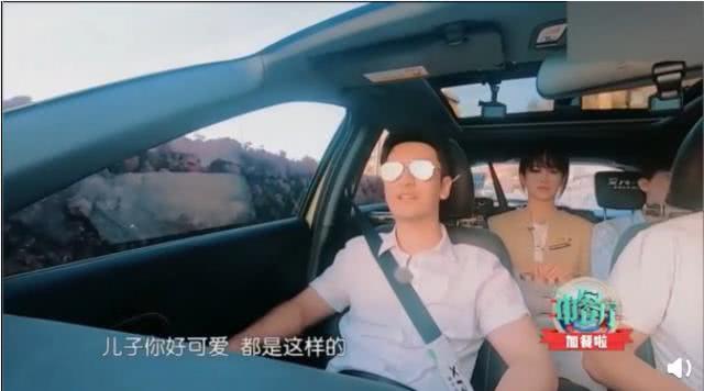 VZN News: Khoảnh khắc Đặng Luân nhìn trộm Angela Baby say đắm: Tính tình trẻ con hay mê muội tình ái? - Ảnh 4.