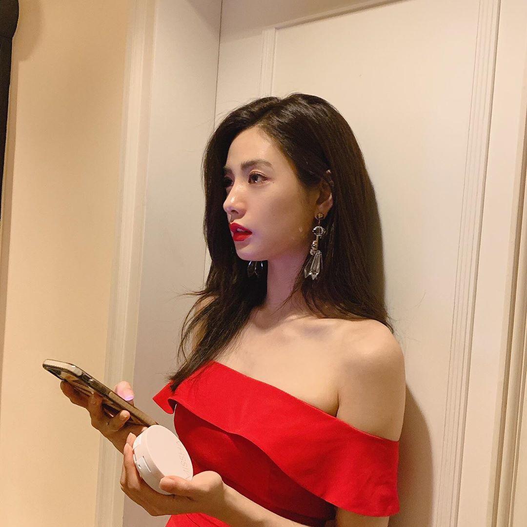 VZN News: Ảnh hậu trường sự kiện ở Việt Nam của Nana khiến Dispatch phải để ý: Câm nín đẳng cấp body mỹ nhân đẹp nhất thế giới! - Ảnh 3.