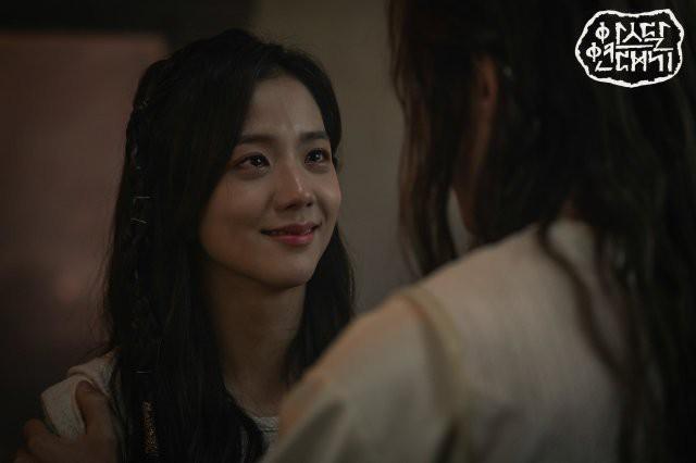 7 bóng hồng của Song Joong Ki ở Arthdal: Hết BLACKPINK, con lai Nga Hàn tới mỹ nhân Nhật đẹp nức lòng người xem - Ảnh 1.
