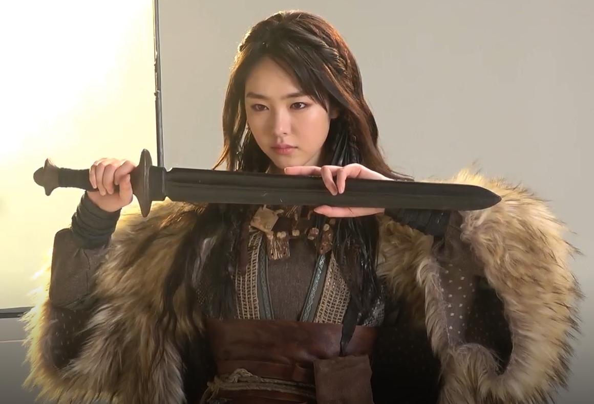 7 bóng hồng của Song Joong Ki ở Arthdal: Hết BLACKPINK, con lai Nga Hàn tới mỹ nhân Nhật đẹp nức lòng người xem - Ảnh 11.