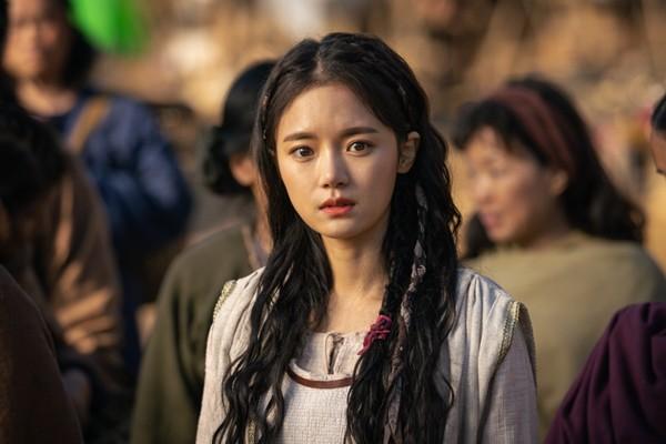 7 bóng hồng của Song Joong Ki ở Arthdal: Hết BLACKPINK, con lai Nga Hàn tới mỹ nhân Nhật đẹp nức lòng người xem - Ảnh 14.