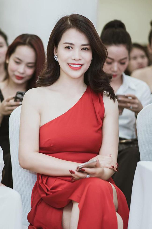 Bạn gái mới kém 17 tuổi sau cuộc hôn nhân 30 năm của Chí Trung: Là á hậu doanh nhân, sắc vóc không phải dạng vừa! - Ảnh 2.