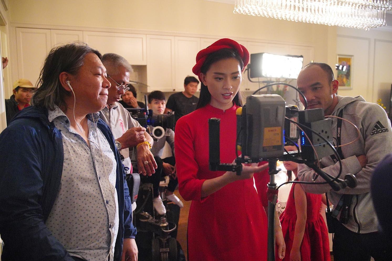 Ngô Thanh Vân gia nhập đường đua phim Tết nhưng được chú ý nhất lại là ngoại hình đặc biệt của nam chính - Ảnh 10.