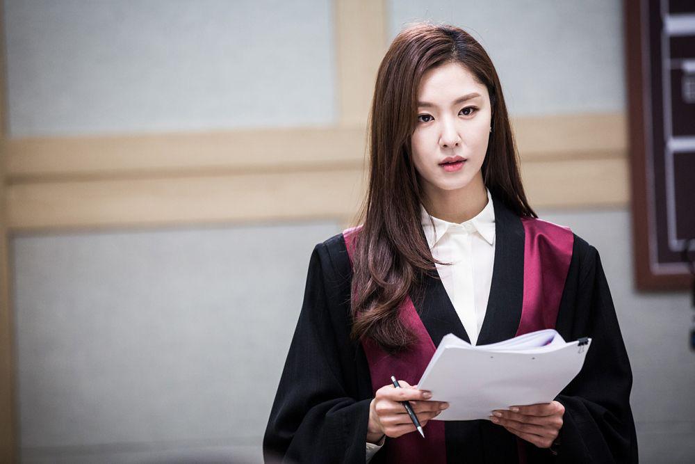 Hôn thê Hyun Bin Seo Ji Hye của Crash Landing On You: Trùm nữ phụ thần thái sang xịn mịn nhưng mãi không phất - Ảnh 7.