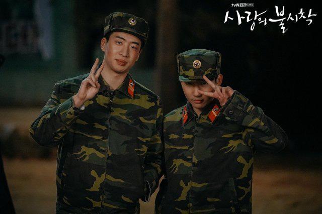 Bù đắp lại tuần hoãn chiếu và trò chôn preview: Crash Landing on You tung đỡ loạt ảnh Hyun Bin ôm ấp Son Ye Jin cực ngọt? - Ảnh 6.