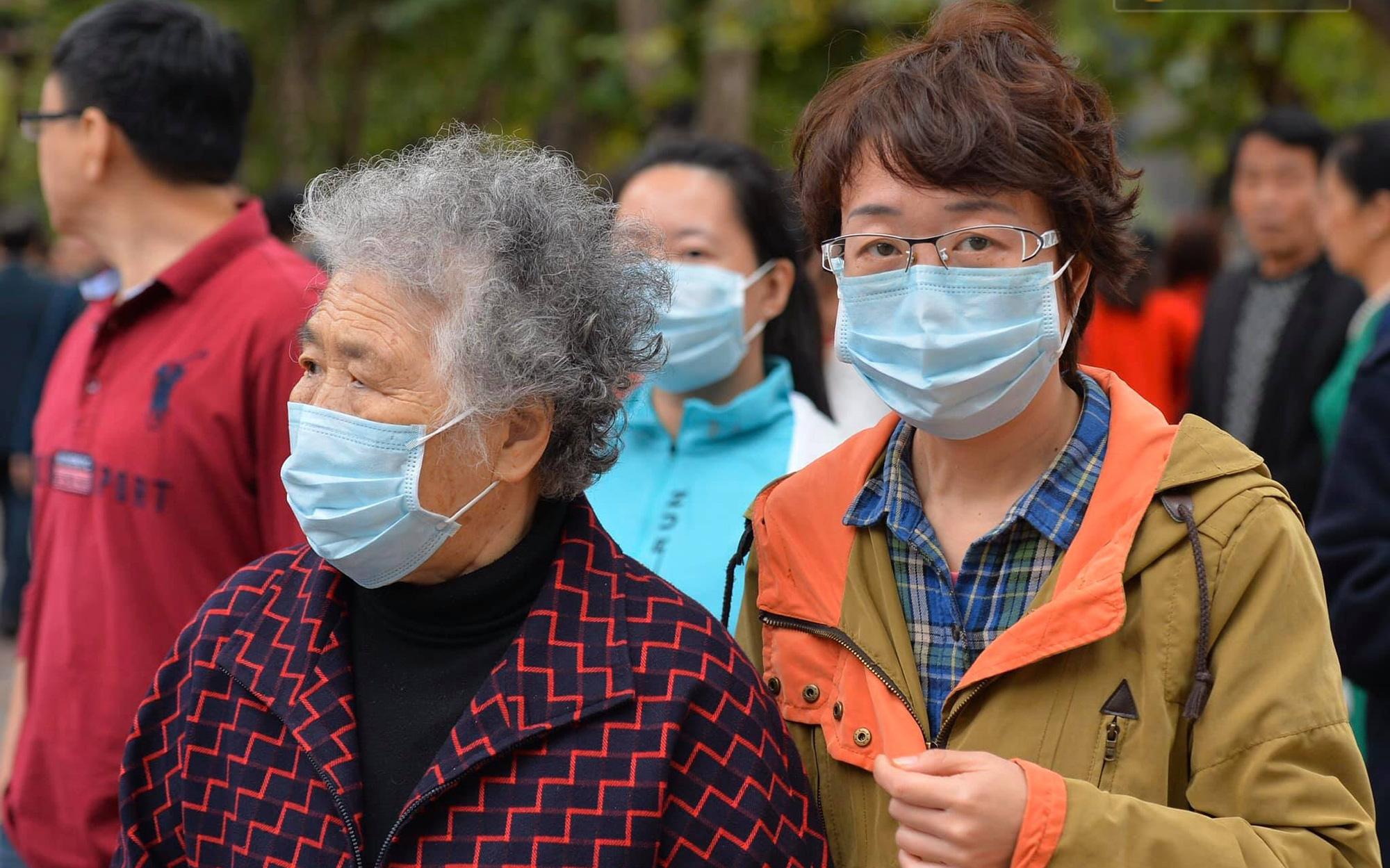 Bé gái 15 tuổi người Trung Quốc bị sốt cao đi cùng cha đến Tân Sơn Nhất âm tính với virus Corona