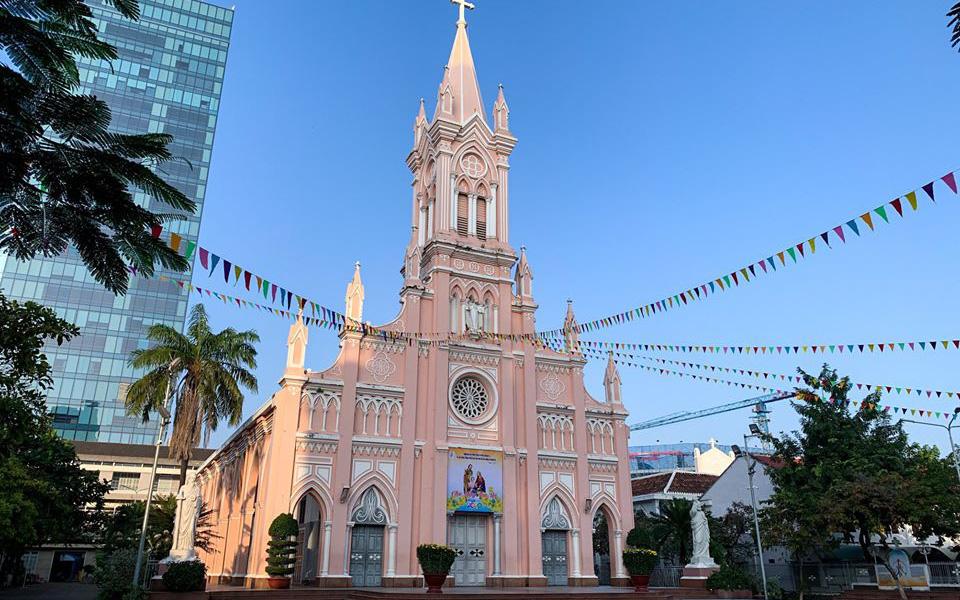 Lo ngại dịch bệnh virus Corona, nhà thờ nổi tiếng nhất Đà Nẵng tạm đóng cửa, không đón tiếp du khách