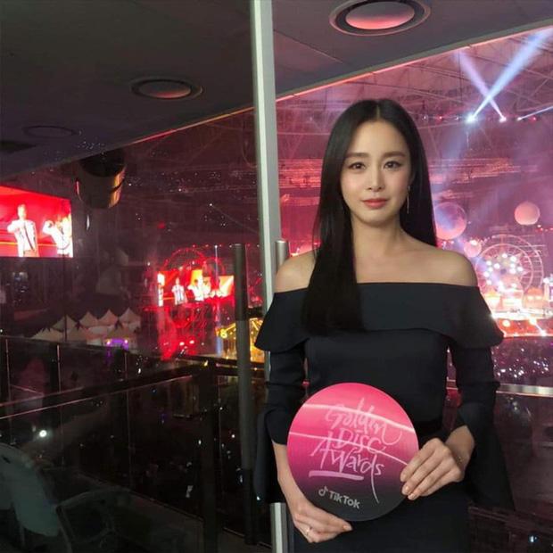 Loạt khoảnh khắc thời sinh viên của Kim Tae Hee bất ngờ hot, netizen tán tụng Đệ nhất mỹ nhân đẹp tự nhiên xứ Hàn là đây - Ảnh 9.