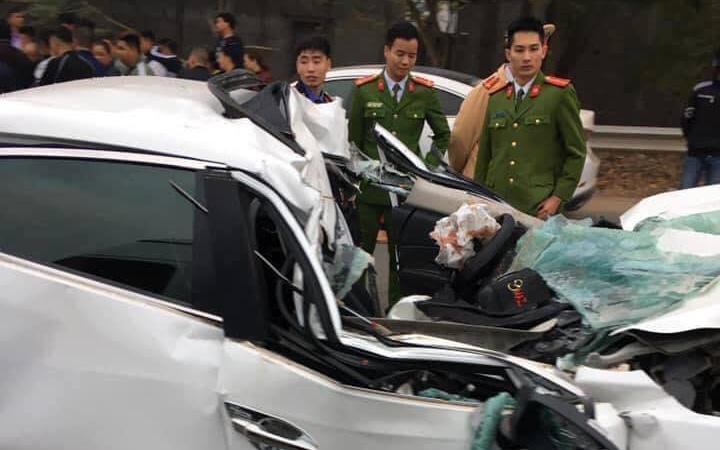 Bắc Giang: Xe ô tô 4 chỗ biến dạng khi đâm mạnh vào xe ben, một người tử vong tại chỗ