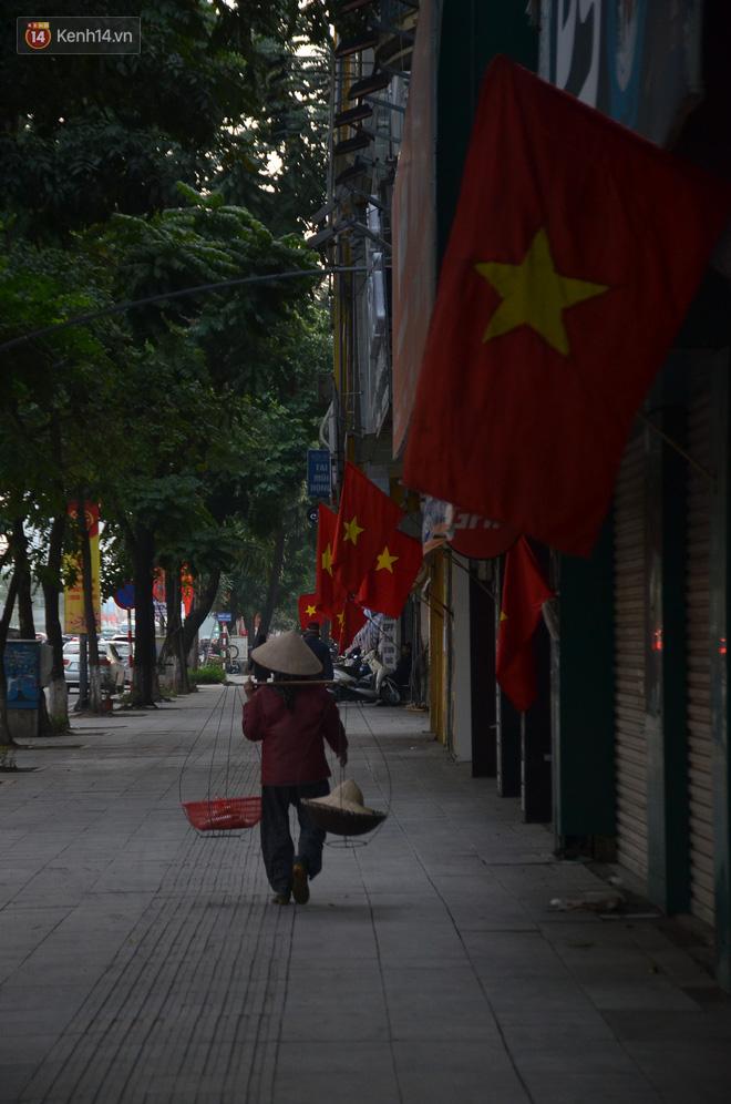 Ảnh: Đường phố Hà Nội nơi thoáng đãng, nơi ùn tắc trong ngày đi làm đầu tiên của năm 2020 - Ảnh 17.