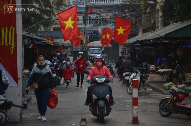 Ảnh: Đường phố Hà Nội nơi thoáng đãng, nơi ùn tắc trong ngày đi làm đầu tiên của năm 2020 - Ảnh 16.