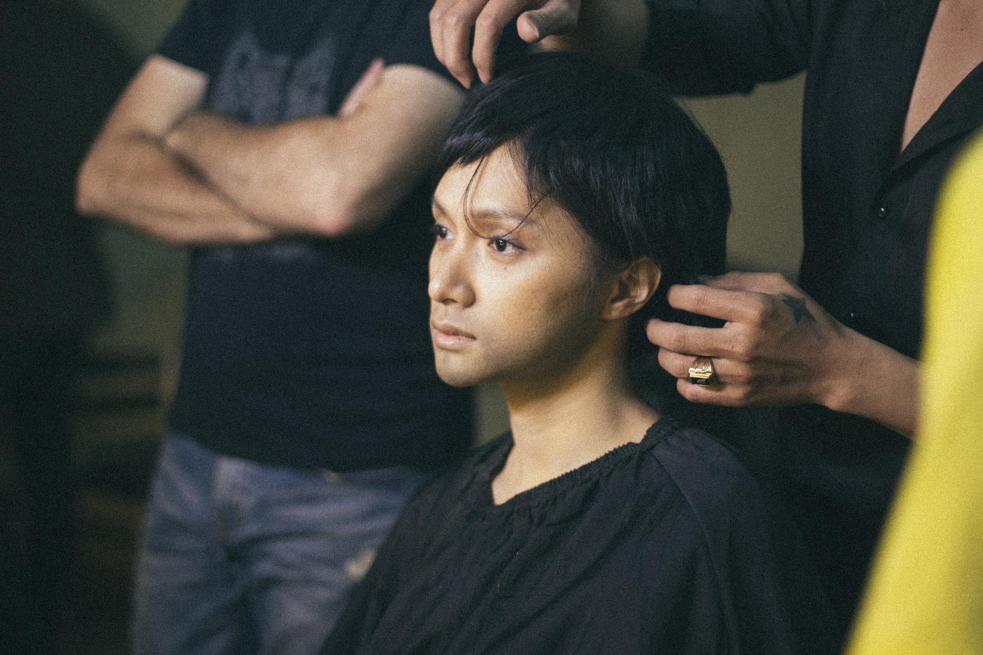Hương Giang lộ ảnh râu ria thời còn làm đàn ông, cấp tốc đi chuyển giới chui ở Sắc Đẹp Dối Trá - Ảnh 2.