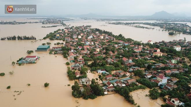 Chùm ảnh, video flycam: Cận cảnh lũ lịch sử nhấn chìm đường sá, ngập hàng ngàn ngôi nhà ở Quảng Bình - Ảnh 10.