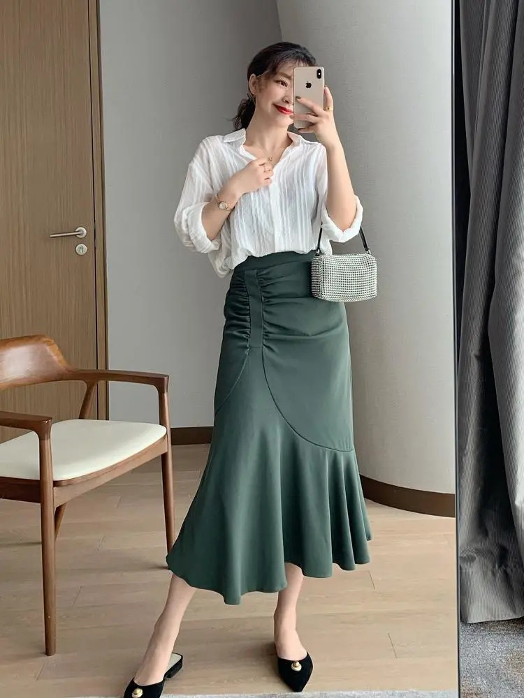 Nàng blogger lên đồ mặc đẹp cả tuần dễ như ăn kẹo với toàn item cơ bản - Ảnh 4.