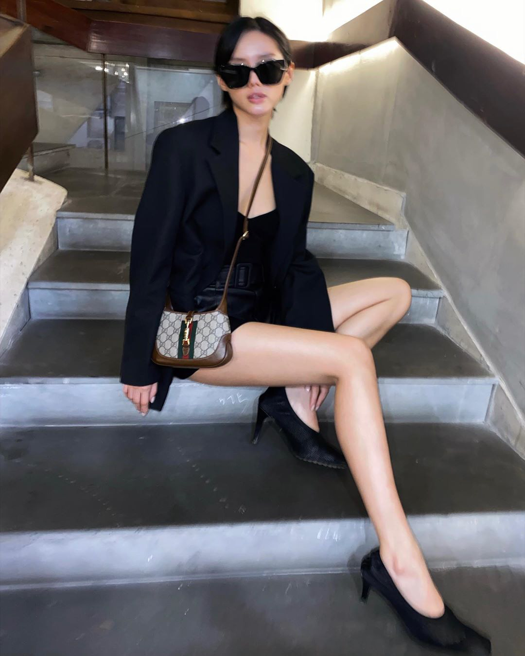 Instagram look xịn của sao Việt tuần qua: Ngọc Trinh lên đồ gợi cảm, cô em Chi Pu cũng bạo chẳng kém  - Ảnh 8.