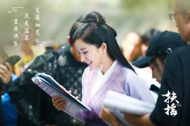 50 sắc thái của Dương Mịch ở hậu trường phim: Luôn bị bắt gặp thái độ cau có, hiếm lắm mới nở nụ cười - Ảnh 26.