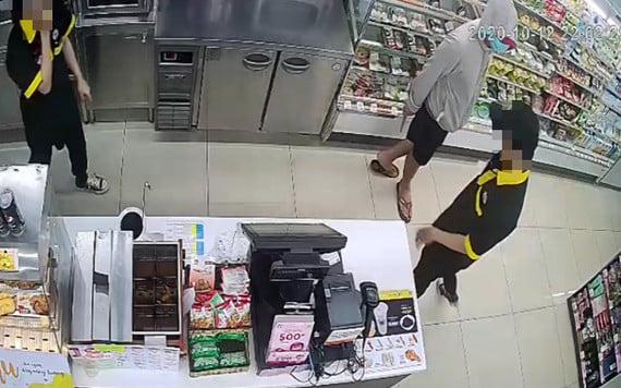 Bắt giữ thanh niên dùng dao khống chế 2 nhân viên cửa hàng tiện lợi để cướp tài sản ở Sài Gòn