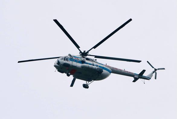 Sạt lở thủy điện Rào Trăng 3: 30 người bị mất liên lạc, trực thăng quân sự, chó nghiệp vụ sẵn sàng tìm kiếm cứu nạn - Ảnh 1.