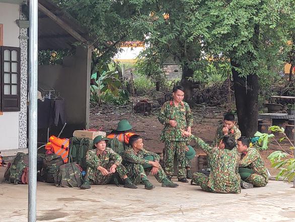Sạt lở thủy điện Rào Trăng 3: 30 người bị mất liên lạc, trực thăng quân sự, chó nghiệp vụ sẵn sàng tìm kiếm cứu nạn - Ảnh 2.